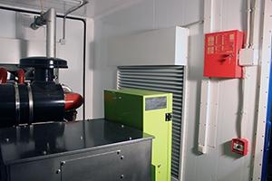 Фотография окна с ролл-ставней контейнера с ДГУ
