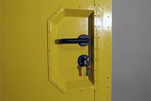 Фотография ручки двери с замком