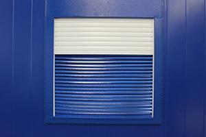 Вентиляционная решетка с ролл-ставней