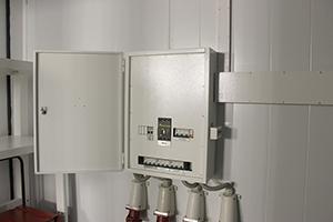 Фото электрощита в открытом виде блок-контейнера ББН.4-6-0004