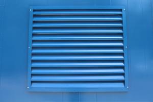 Внешняя металлическая вентиляционная решетка