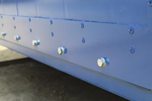 Фото крепления съемных торцевых панелей контейнера