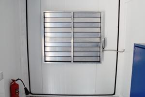 Фотография металлической решетки контейнера для ДГУ