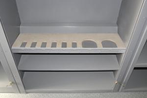 Фото металлических полок с ложементами для хранения оружия