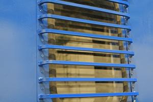 Фото защищённого окна контейнера