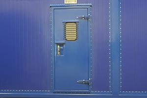 Фотография входной металлической двери