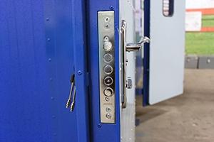 Фото дверного металлического замка