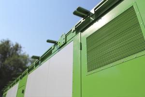 Вентиляционная решетка установленная в металлическую дверь