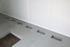 Закладные отверстия в металлическом полу
