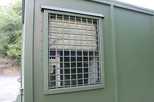 Фото защищённого окна контейнера КХО