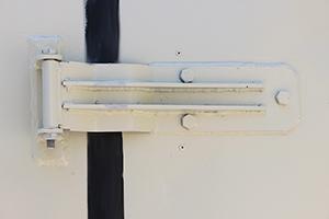 Фотография дверной петли контейнера КХО