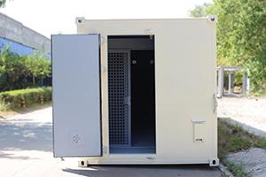 Фотография входной двери металлического контейнера КХО