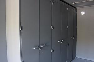 Металлические шкафы вид сбоку