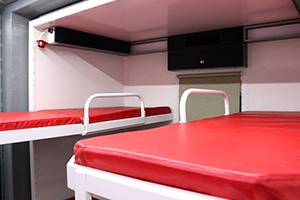 Фотография спальных мест металлического контейнера ПОЖ