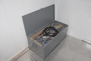 Металлический ящик для инструментов