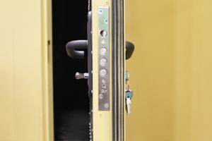 Замок входной металлической двери