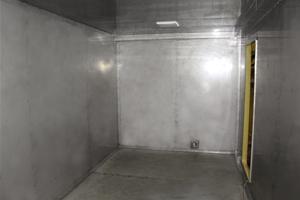 Внутренняя часть кухонного модуля из нержавеющей стали