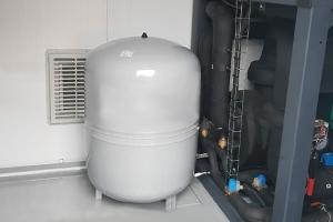 Фотография установки внутри контейнера