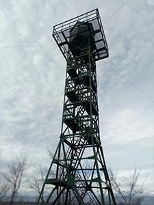 ФФото металлической наблюдательной вышки
