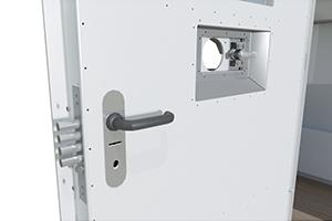 Фото замка на двери контейнера КПП