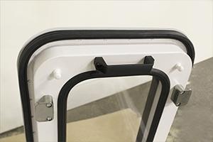 Фото металлической ручки окна ОФ-02