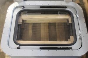 Окно для кузов-фургона в сложенном виде
